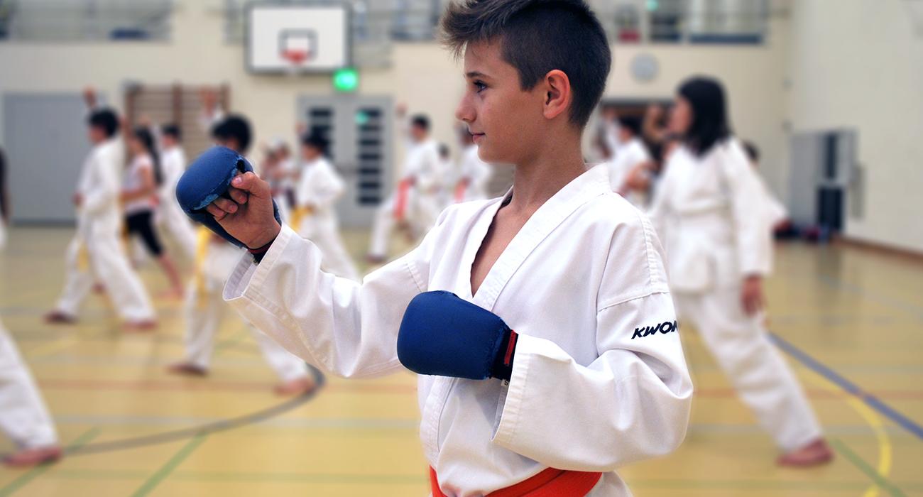 Junger Karatekämpfer von Dojo Winti in Winterthur